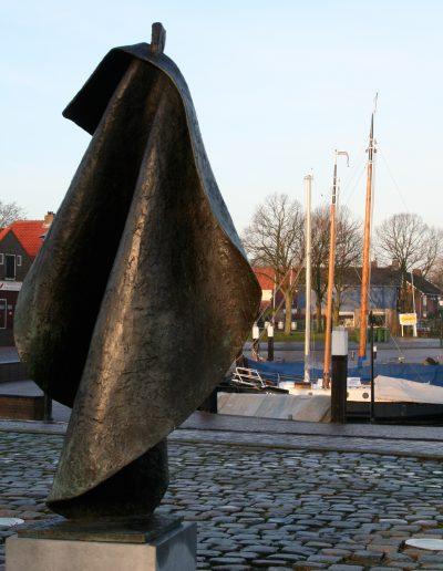 Ode aan weleer, 170 cm, 2000. Aangekocht: gemeente Elburg. Locatie: Haven Elburg.