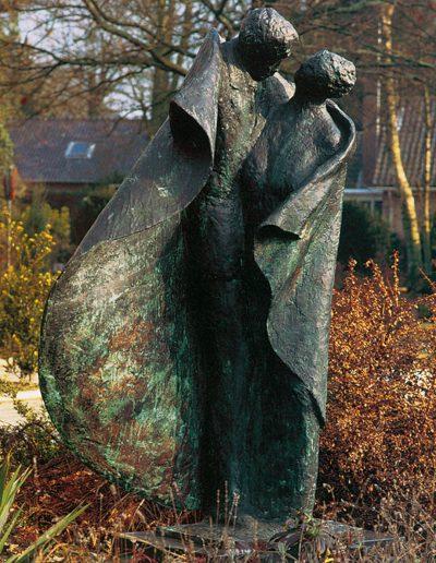 Zorgzaam, 176 cm, 1994. Opdracht: gemeente Bathmen. Locatie: Woon- en zorgcentrum 't Dijkhuis, Bathmen.