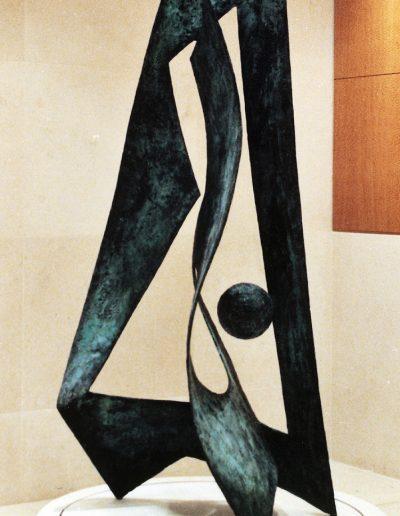 Metamorphosis, 250 cm, 1997. Opdracht: Commerz Grundbesitz, Wiesbaden, Duitsland. Locatie: Milton and Shire House, One Silk Street, Londen, Engeland.